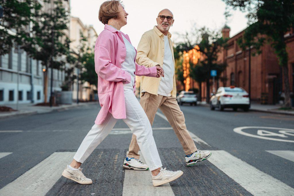 dame en heer wandelend